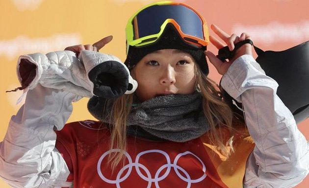 Olympijskou vítězkou v U-rampě je sedmnáctiletá americká snowboardistka Chloe Kimová. Závodu vládla od samého začátku.