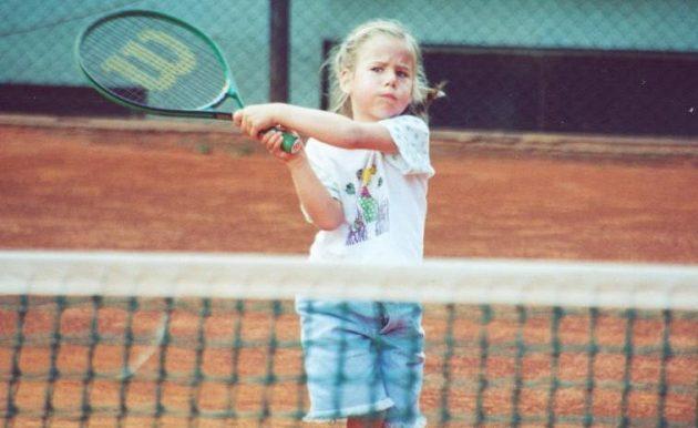 Olympijská medailová naděje Ester Ledecká už jako dítě sportovala. Vyzkoušela si třeba tenis.