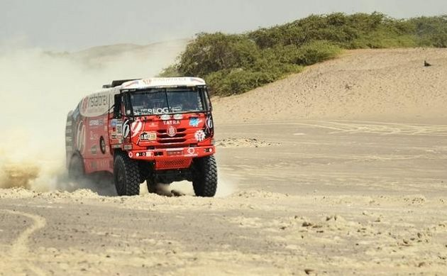 Aleš Loprais na trati třetí etapy Rallye Dakar.