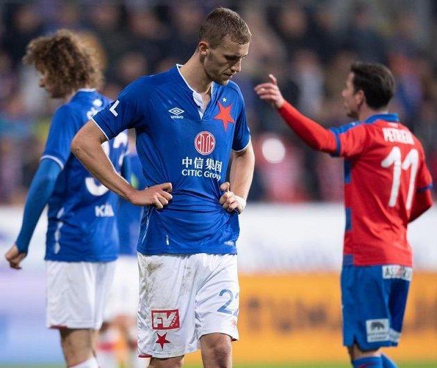 Zklamaný Tomáš Souček ze Slavie během utkání v Plzni.