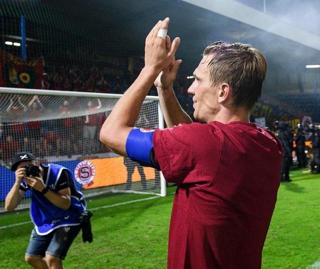 Bořek Dočkal ze Sparty během oslav vítězství ve finále MOL Cupu v Liberci.