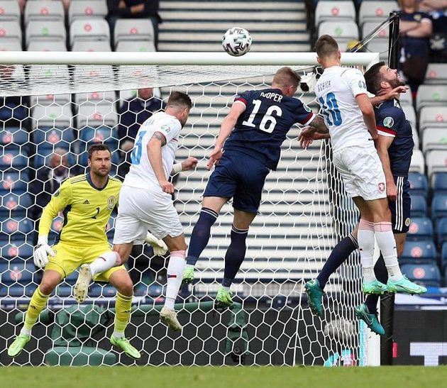 Patrik Schick (second from right) opens the score of the duel with Scotland.