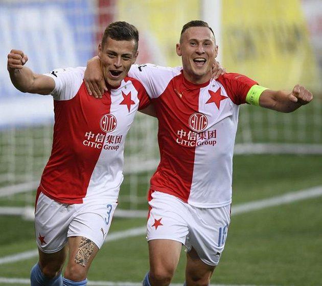 Zleva Tomáš Holeš ze Slavie a Jan Bořil ze Slavie se radují z gólu.