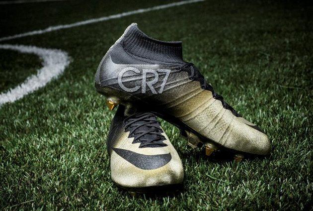 Již tento týden obuje Cristiano Ronaldo tyto zlaté střelky.