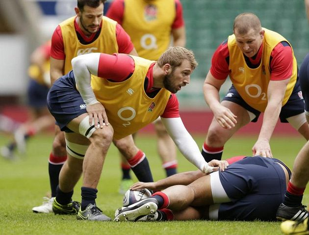Dylan Hartley a Chris Robshaw an tréninku Anglie v Twickenhamu.