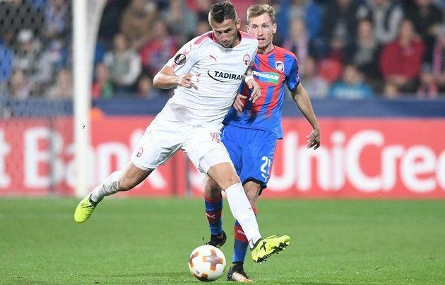Fotbalisté Viktorie Plzeň hrají ve druhém utkání základní skupiny Evropské ligy proti izraelskému týmu Hapoel Beer Ševa, v jehož dresu nastoupil český útočník Tomáš Pekhart.