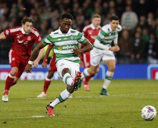 Moussa Dembélé z penalty pojistil Celtiku výhru 3:0 nad Aberdeenem.