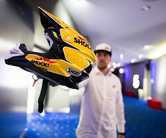 Jan Brabec a jeho helma pro letošní Dakar.