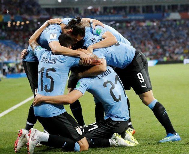 Valná hromada radujících se Uruguayců.