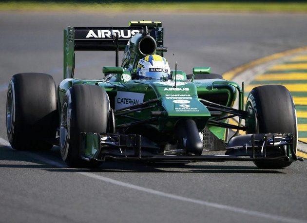 Caterham řízený Marcusem Ericssonem během druhého tréninku na GP Austrálie.