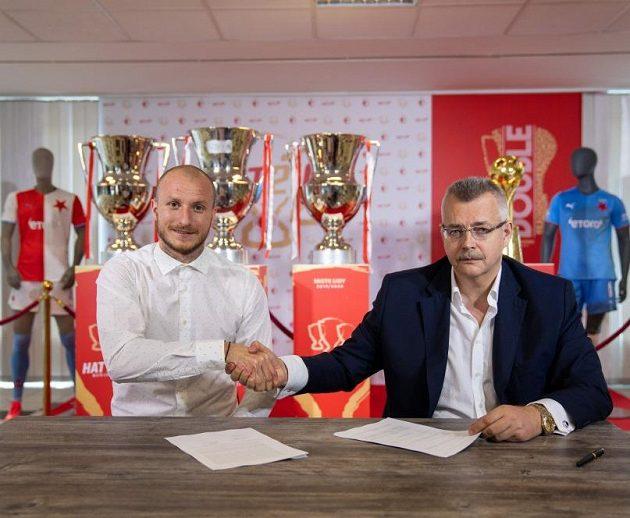 Ujednáno, podepsáno! Michael Krmenčík si plácl s Jaroslavem Tvrdíkem, šéfem Slavie.