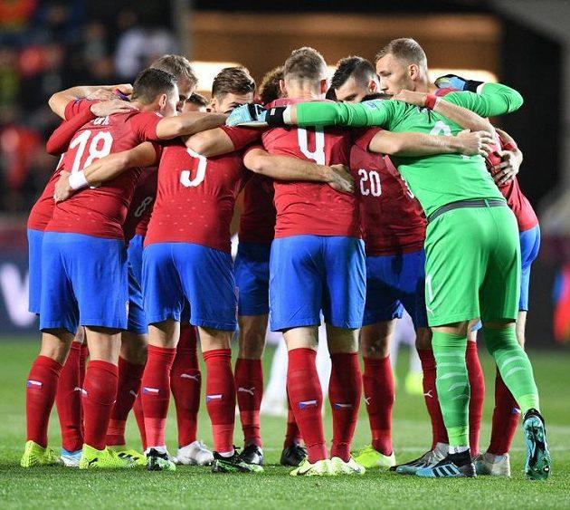 Čeští reprezentanti před kvalifikačním duelem s Anglií v Praze.