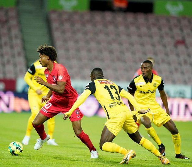 Jens-Lys Cajuste z Midtjyllandu v utkání proti Young Boys.