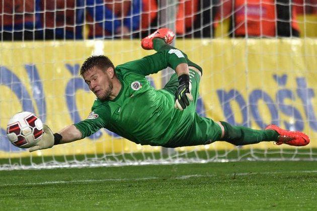 Brankář Sparty Tomáš Vaclík během penaltového rozstřelu ve finále Poháru České pošty s Plzní.