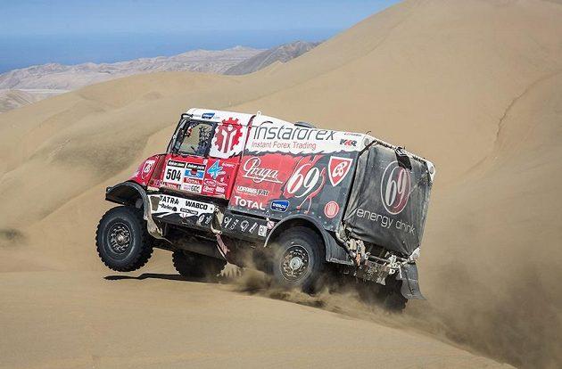 Aleš Loprais s tatrou na trati 10. etapy Rallye Dakar.
