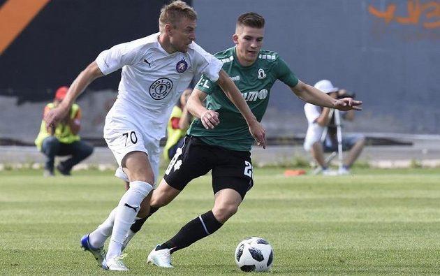 Jablonecký fotbalista Libor Holík se chystá atakovat soupeře v úvodním utkání 2. předkola Evropské ligy s Pjunikem Jerevan.