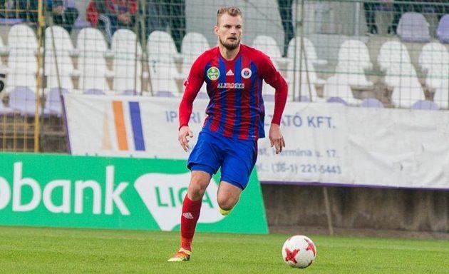 Fotbalista Vít Beneš hraje maďarskou ligu za Vasas Budapešť.