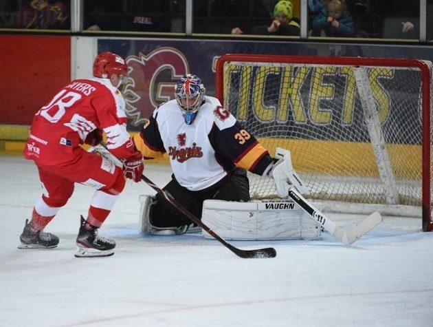 Petr Čech se při svém debutu v hokejové brance Guildfordu zaskvěl při nájezdech.