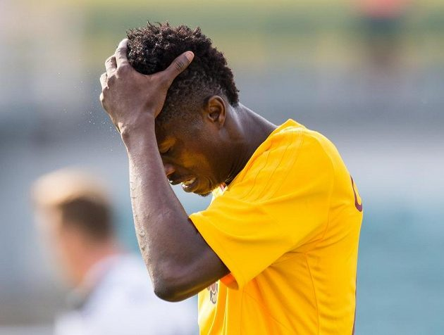 Peter Olayinka z Dukly lituje promarněné šance.