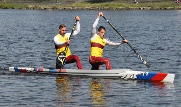 Jaroslav Radoň a Filip Dvořák vjeli do nové sezóny na nové lodi s netradičním designem.