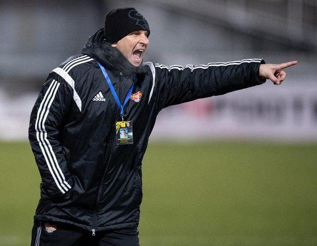 Trenér Dukly Roman Skuhravý.