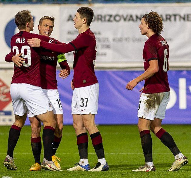 Hráči Sparty se radují z gólu, zleva jeho autor Lukáš Juliš, Bořek Dočkal, Ladislav Krejčí mladší a Filip Souček.