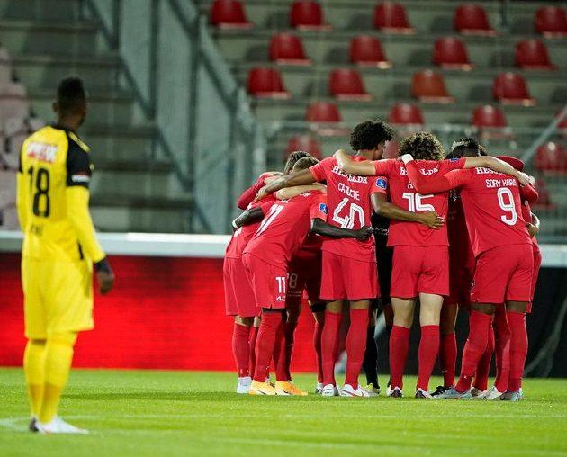 Fotbalisté Midtjyllandu před zápasem s Young Boys.
