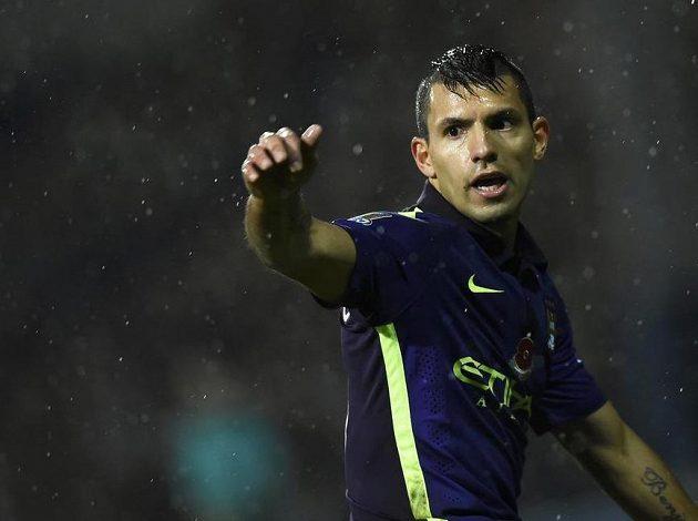 Argentinský útočník Sergio Agüero z Manchesteru City zařídil dvěma góly na stadiónu Loftus Road remízu svého týmu proti Queens Park Rangers.