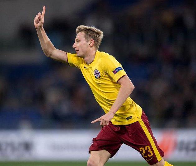 Ladislav Krejčí oslavuje gól na 2:0 proti Laziu na Olympijském stadiónu v Římě.