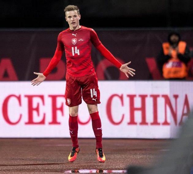 Český záložník Jakub Jankto oslavuje gól na 2:0 během přátelského utkání fotbalové reprezentace proti Litvě.
