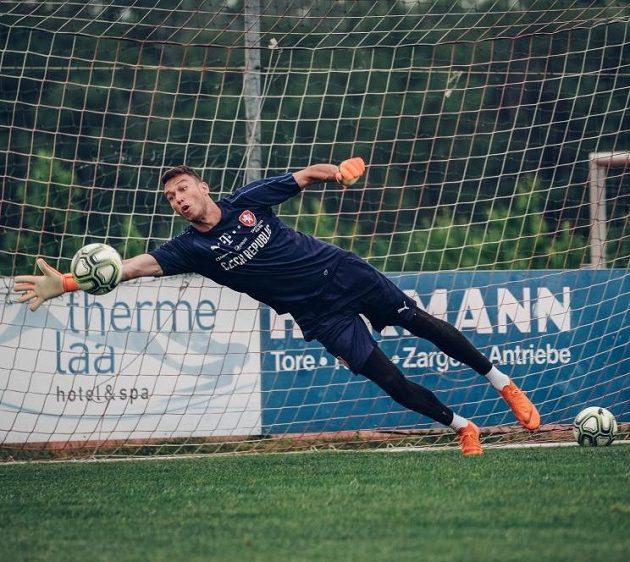 Brankář Jiří Pavlenka během tréninku národního týmu v městečku Laa an der Thaya na soustředění v Rakousku.