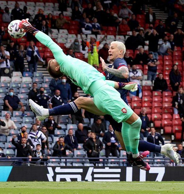Klíčový akrobatický zákrok Tomáše Vaclíka...