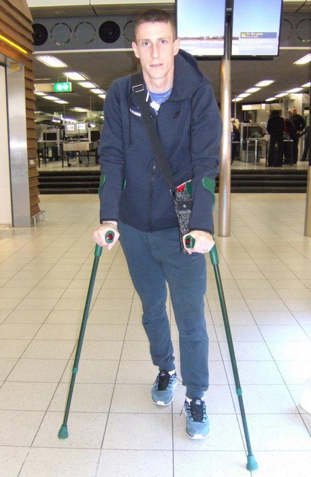 Liberecký pacient Jiří Fleišman na letišti v Amsterdamu.