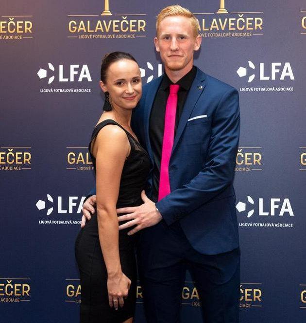Václav Jemelka s partnerkou během Galavečera LFA, během něhož byl vyhlášen Objevem sezóny.