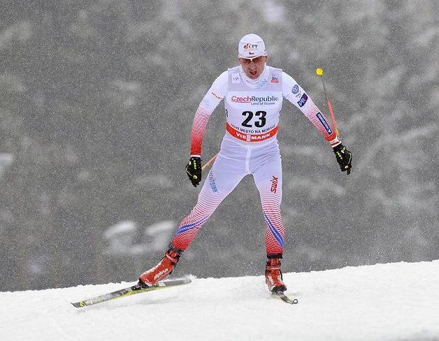 Lukáš Bauer na trati závodu volnou technikou na 15 km v Novém Městě na Moravě.