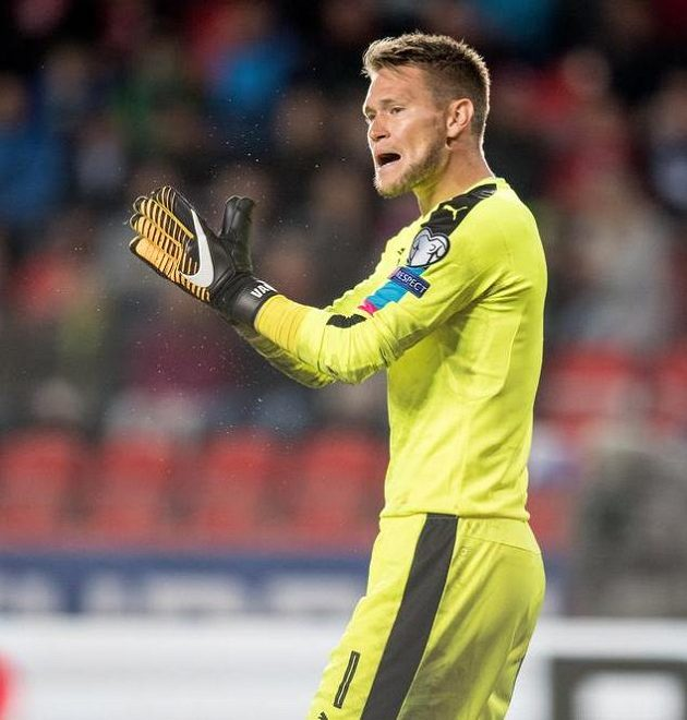 Český brankář Tomáš Václík povzbuzuje tým.