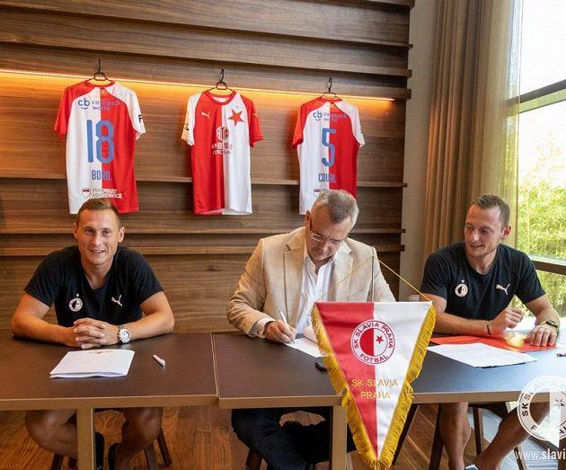 Šéf klubu Jaroslav Tvrdík se vypravil do Rakouska prodloužit smlouvy s Janem Bořilem (vlevo) a Vladimírem Coufalem.