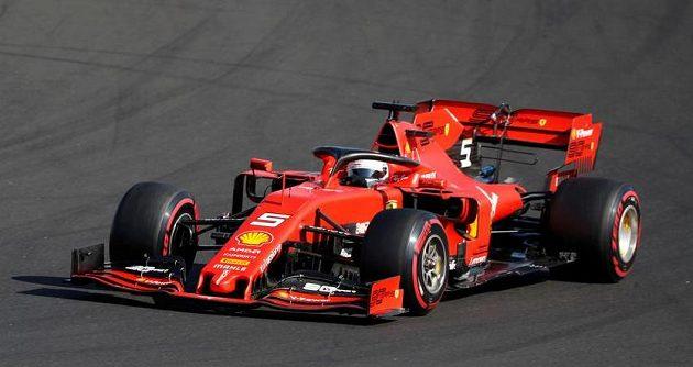 Jezdec Ferrari Sebastian Vettel v akci během Velké ceny Maďarska F1.