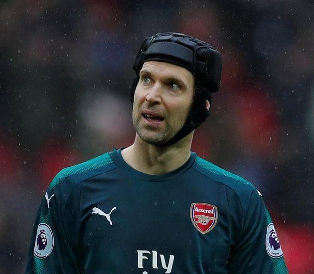 Zklamaný Petr Čech po porážce na Tottenhamu.
