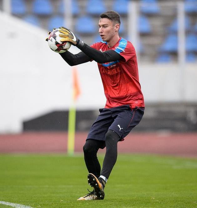 Jiří Pavlenka během tréninku fotbalové reprezentace.