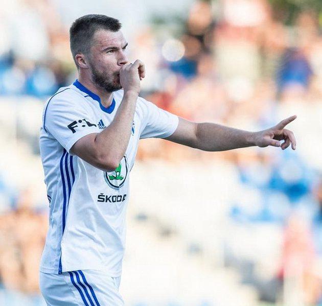 Oslavné gesto Nikolaje Komličenka, kanonýra Mladé Boleslavi, který skóroval v utkání 2. předkola Evropské ligy proti Ordabasy Šymkent.