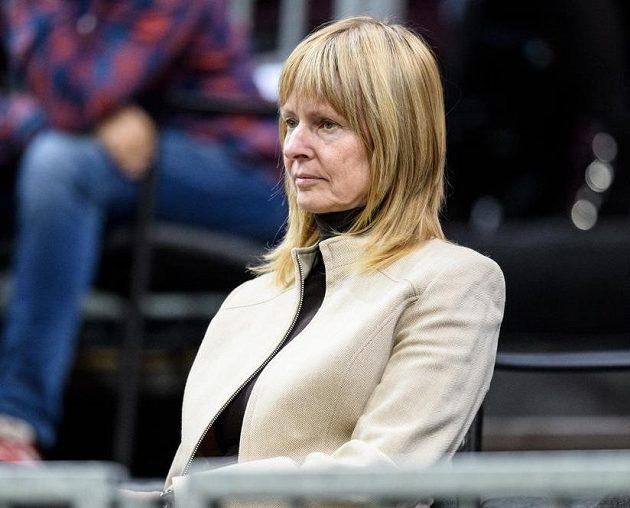 Helena Suková sleduje zápas Petry Kvitové s Belindou Bencicovou.