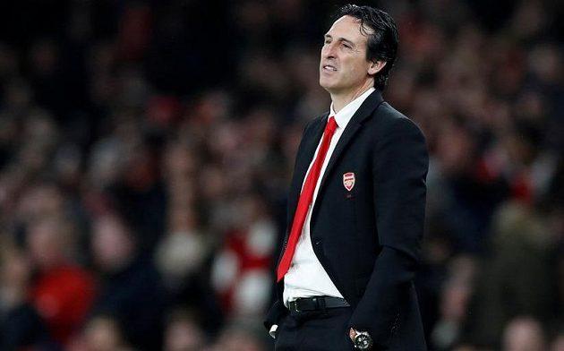 Zklamaný manažer fotbalového Arsenalu Unai Emery.