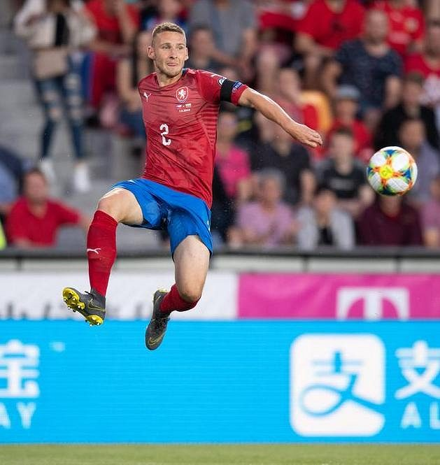 Český obránce Pavel Kadeřábek během utkání s Bulharskem.