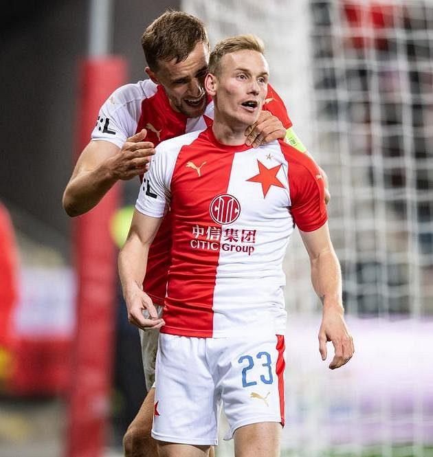 Slávista Petr Ševčík (vpředu) se spoluhráčem Tomášem Součkem po trefě na 2:0 proti Teplicím.