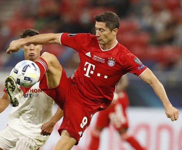 Robert Lewandowski v dresu Bayernu Mnichov v akci...