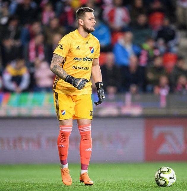 Brankář Baníku Ostrava Viktor Budinský během utkání na Slavii.