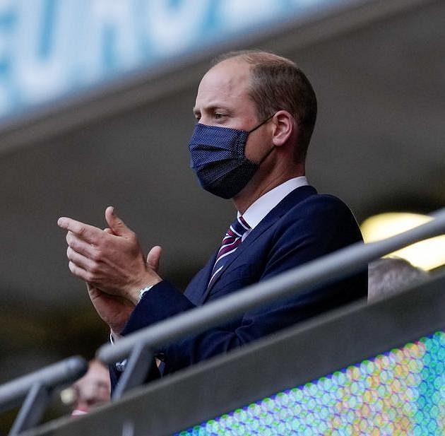 Princ William v hledišti při zápase Angličanů s Českem.