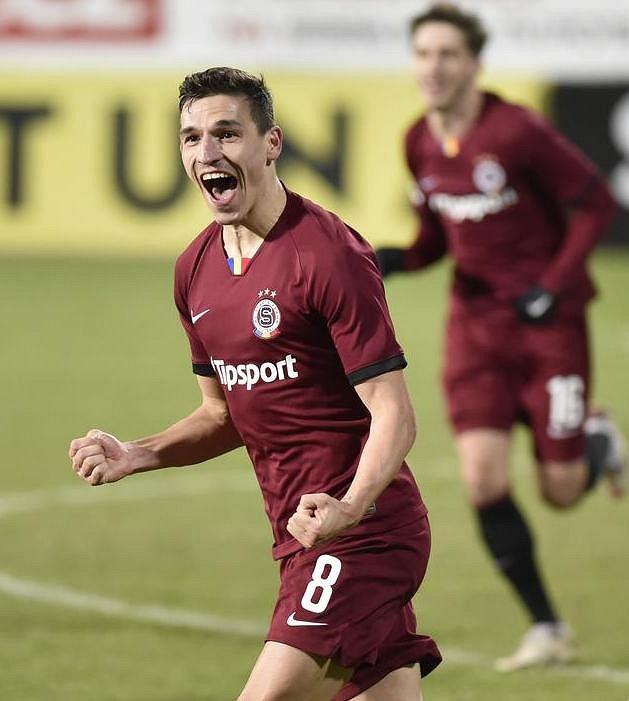 Sparťan David Pavelka se raduje z gólu v Uherském Hradišti.