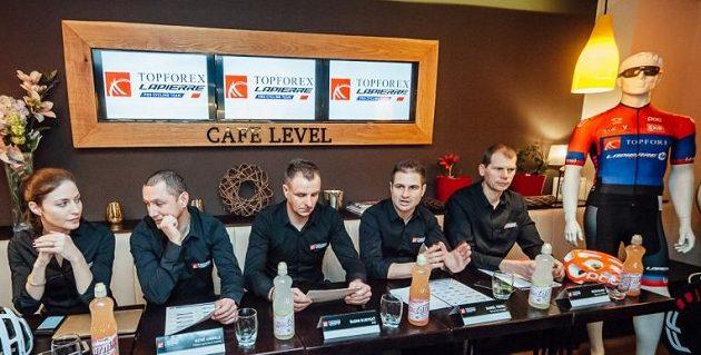 Představení týmu Topforex Lapierre. Zleva mluvčí Radka Maurová, hlavní sportovní ředitel René Andrle, majitel týmu Radim Kijevsky, technický ředitel Daniel Treml a sportovní ředitel Petr Dlask.